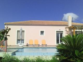 Villa Karavaki 3 bedroom, 3 bathroom with pool, Lixouri