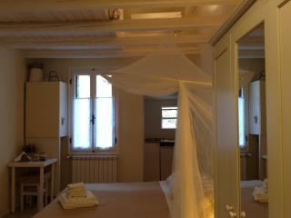 GRANNY LEONILLA HOME with WIFI/AC in VENICE HEART, City of Venice