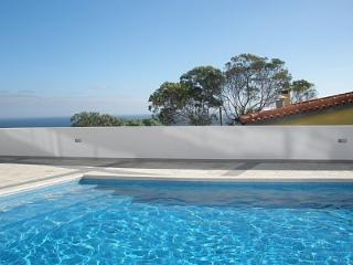 Sunny Apartment with Swimming Pool & Sea View, Caniço