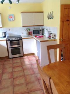 Fully equipped kitchen with dishwasher & washing machine