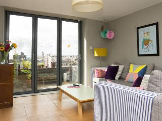 Direct access onto the roof terrace form the lounge