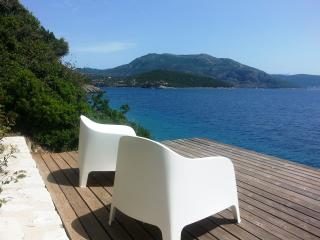 AAA - privat waterfront Villa with magical views, Vasiliki