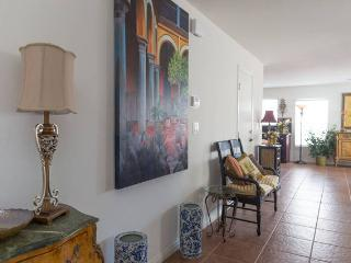 Stylish Retreat, Entire Home, 10 Min from Strip