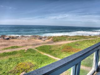 OceanFront Home Hot Tub Sleeps up to 16 FREE NIGHT, Yachats