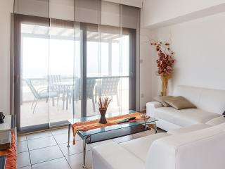 A stunning three bedroom Penthouse, Alsancak - Karavas