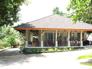 Villa du Wat-Khrom avec deux chambres d'hôtes, Sihanoukville