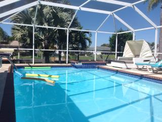 THE ILLOURA.LOFT STYLE.WATERFRONT.ELECT&SOLAR POOL, Cape Coral