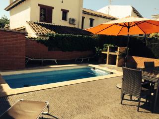 Casa adosada con piscina privada, Roda de Bara