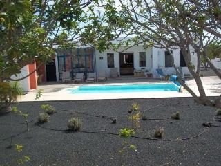 VILLA LEOLIO IN COSTA TEGUISE FOR 9P