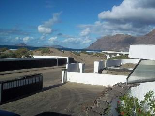 BUNGALOW FLORELIA IN FAMARA FOR 4P, Famara