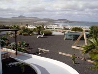 BUNGALOW CRUSOE IN FAMARA FOR 4 P, Famara