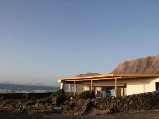 BUNGALOW TINI IN FAMARA FOR 6P, Famara