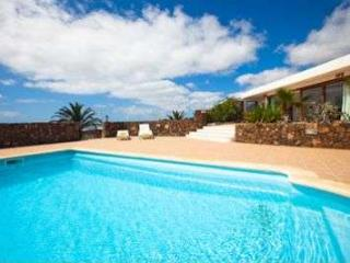 BUNGALOW WITH POOL HOKKAIDO IN FAMARA FOR 4P, Famara