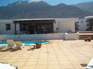 BUNGALOW WITH POOL BONGILOW IN FAMARA FOR 8P, Famara