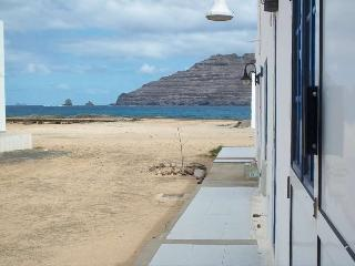 APARTMENT HYPSELA IN LA GRACIOSA FOR 4 P