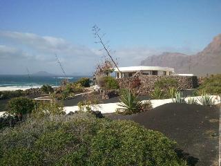 BUNGALOW KARAFIVE IN FAMARA FOR 5P, Famara
