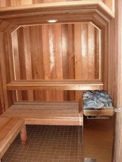 Common area sauna provided.