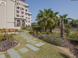 2 BD with Private Garden, Palm Jumeirah!, Dubái