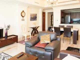 1 BD in Fairmont Residence Palm Jumeirah! Beach!, Dubái
