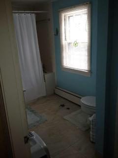 Main Wing Full Bath