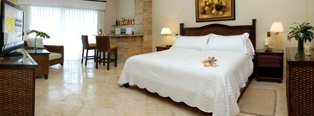 king bedrooms with private bathrooms in villas