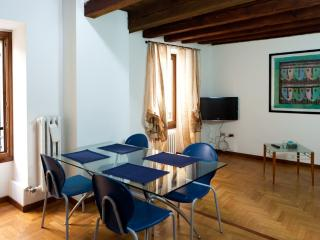 Elegant and comfortable apartment in the old town, Verona