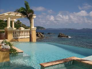 Ocean Palm Villa: Oceanfront with Infinity Pool!, Cruz Bay