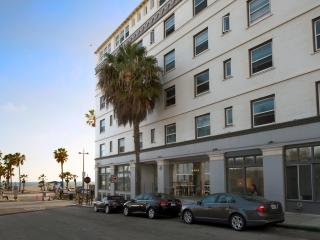 AIR Venice 'HIP Beachfront Living'