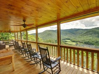 Amazing mountain views, best in Blue Ridge! Hot tub, secluded, dogs, wifi