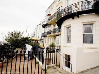 Seafront Apartment with Views of Pier and Wheel, Brighton