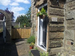 Cosy Corner Cottage .... a quiet,secret , hideaway near to Chatsworth House, Baslow