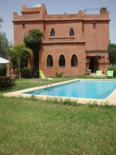 Piscine et jardin privatifs de la villa.