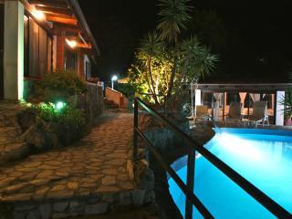 Villa Beatrice, due residence con piscina sul mare, Marina di Camerota
