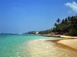 Thalpe Strand, einen 2-minütigen Tuk Tuk Fahrt oder 15 Minuten Spaziergang vom Haus.