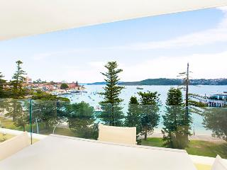 MAN29- Beautiful 2 bedroom overlooking Manly Ocean, Varonil