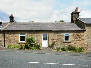 CRAG VIEW COTTAGE, family friendly, character holiday cottage, with a garden in West Woodburn, Ref 1969