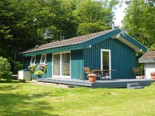 MEADOW LODGE, family friendly, character holiday cottage, with a garden in Coldi