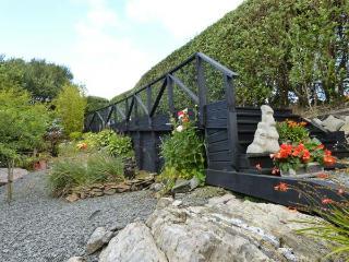 BIRCH TREE COTTAGE, detached family cottage, multi-fuel stove, Jacuzzi bath, law