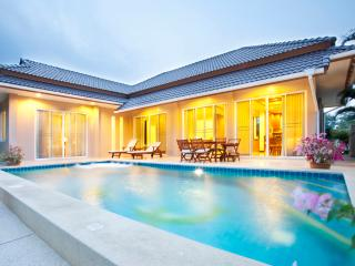 Villa with private pool in quiet area near beach, Hua Hin