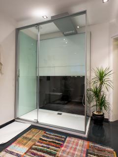 Bathroom (Ground Floor)