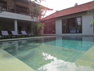 Puri Naga Luxury 4BR, 5 Min from Seminyak