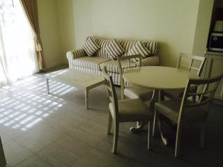1 bedroom 1 bathroom in HuaHin town close to Shopping center and food market on the beach side, Hua Hin