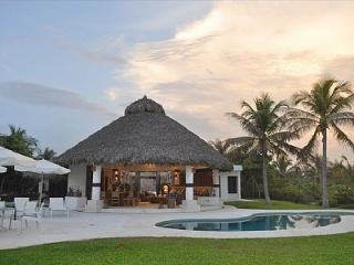 Villa Cid- Amazing Beachfront House, Puerto Escondido