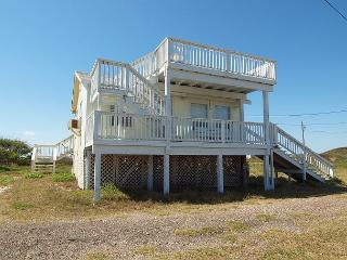 Quaint, secluded beach house in the dunes of Port Aransas!