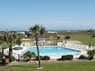 Beachfront condo, 2 pools, pet friendly and in town with gulf views!, Port Aransas