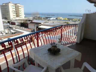 Pri-20: In centro a Lido Pomposa si trova questo appartamento con vista mare.