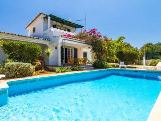 Moradia Tradicional Portuguesa with Heated Pool, Almancil