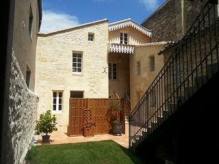 2-4 people Guest House with terrace in St Emilion