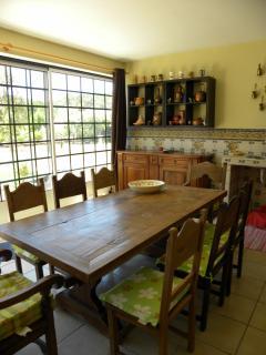Ancienne table de monastère pour prendre ses repas dans la cuisine