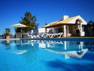 Guia (Albufeira): Stylish villa with infinity pool and breathtaking views
